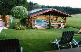 Schwimmbad_Ligestuhle02